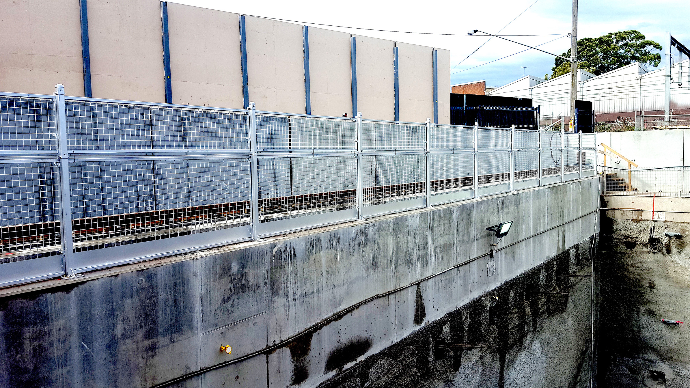SafeSmart Brings Sturdier Edge Protection to Tunnel Project